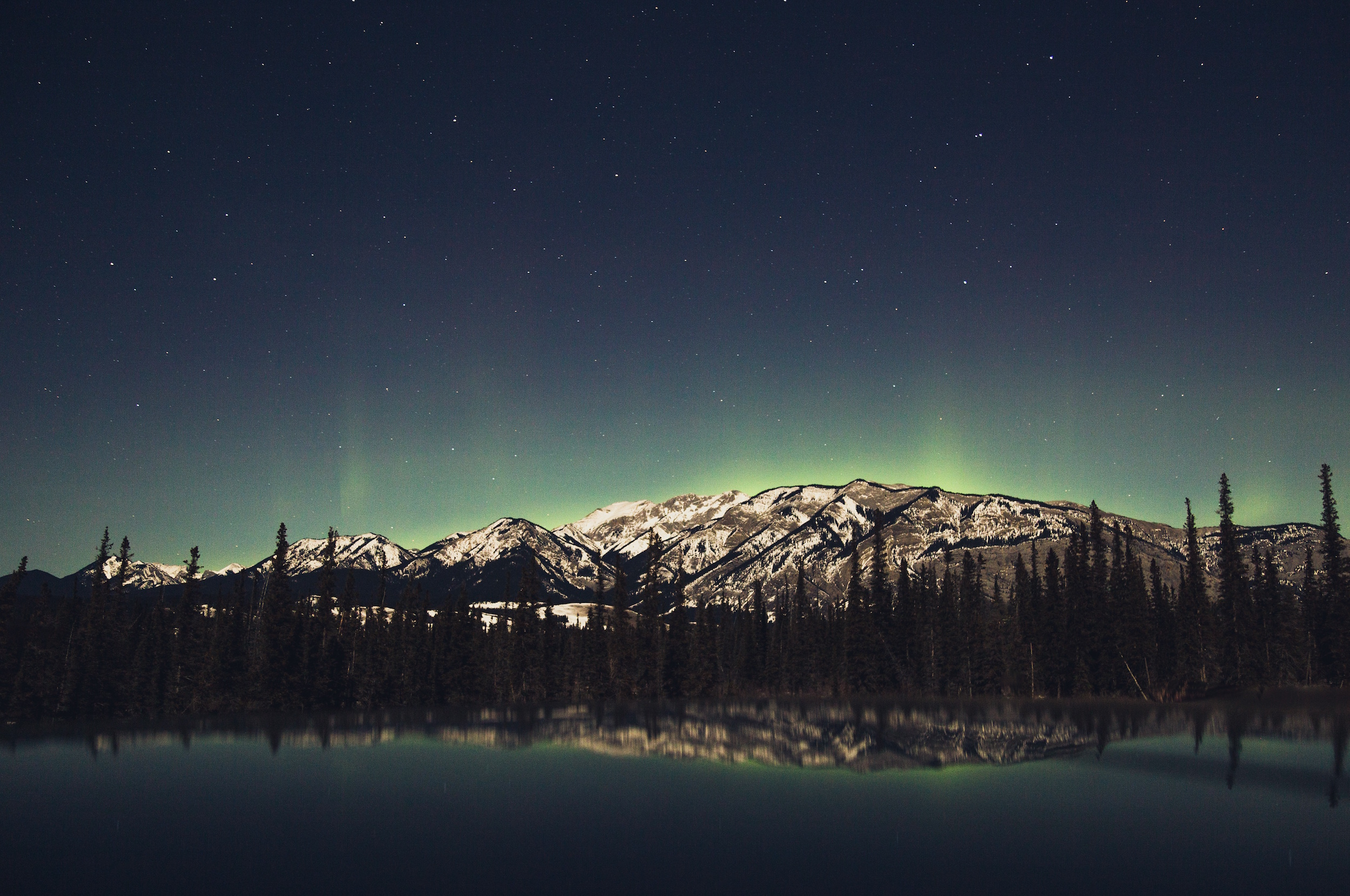 Aurore boréale au-dessus de Jasper, Alberta, Canada