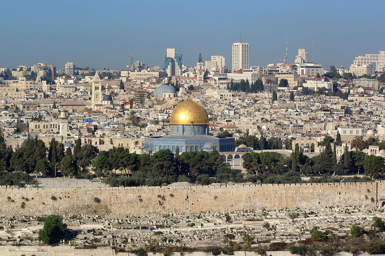 Jérusalem, Dôme du Rocher, au fond l'Eglise du Saint Sépulcre