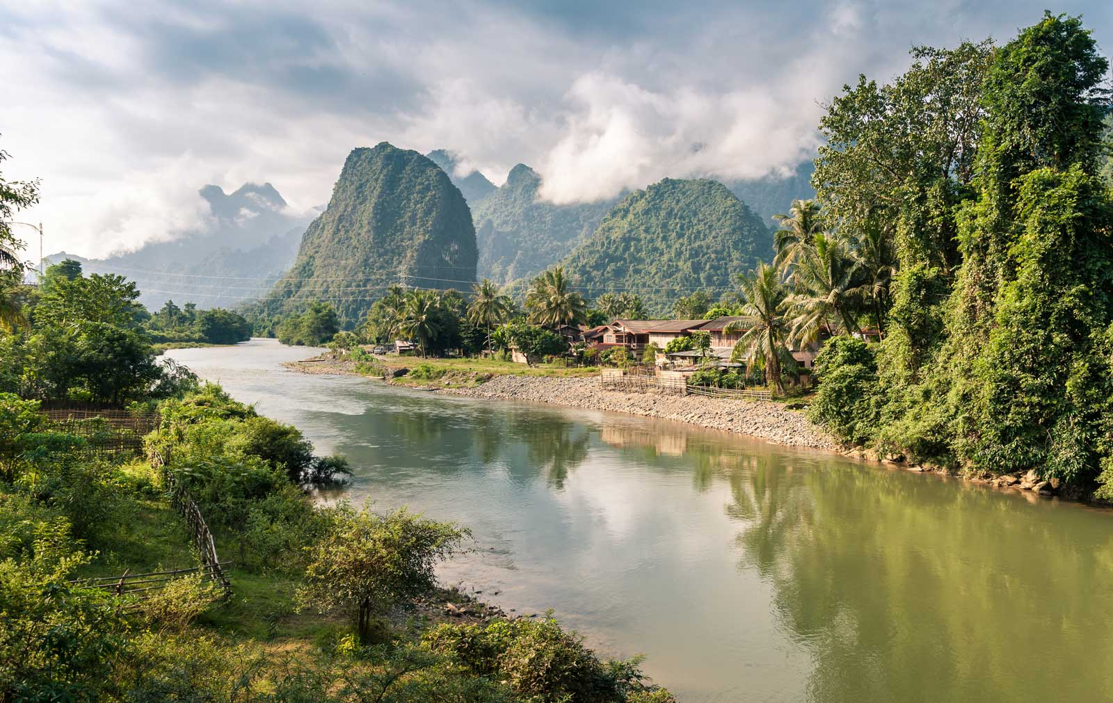 Paysage de la rivière Nam Song à Vang Vieng, Laos