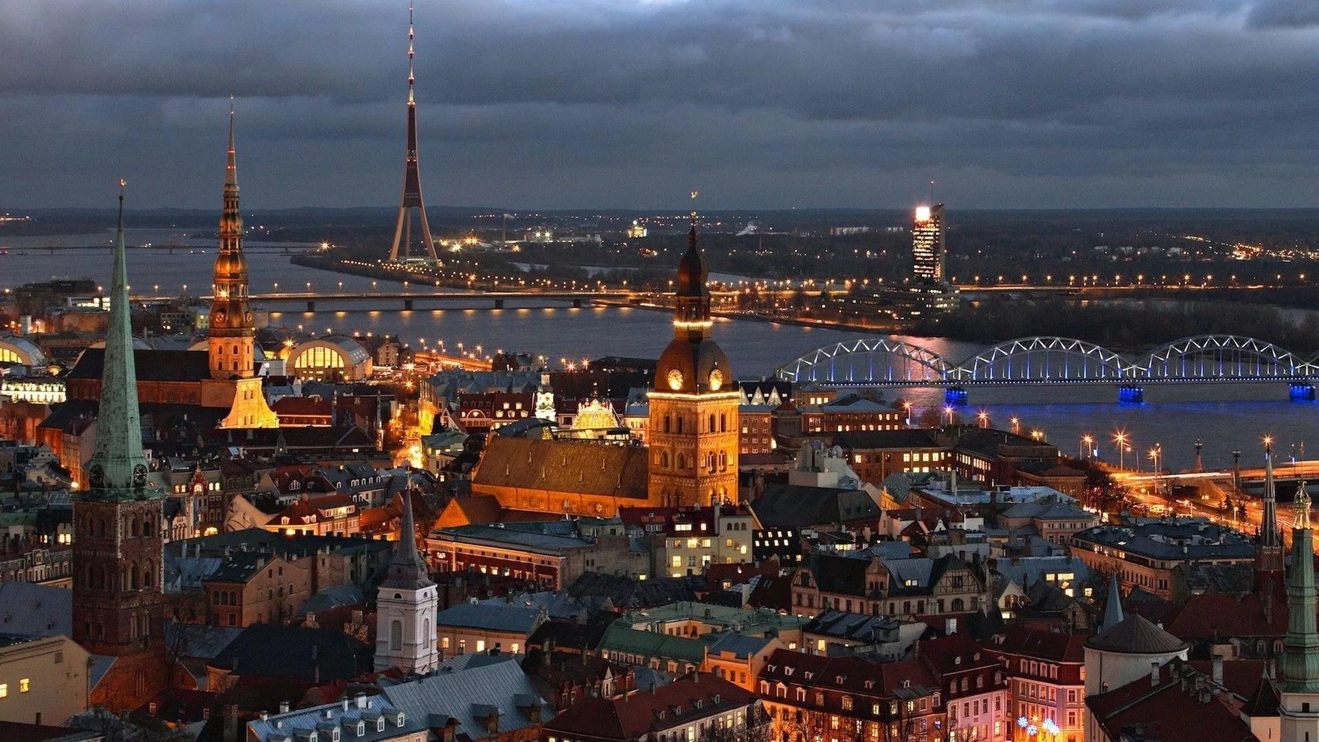 Riga, capitale de la Lettonie, nuit