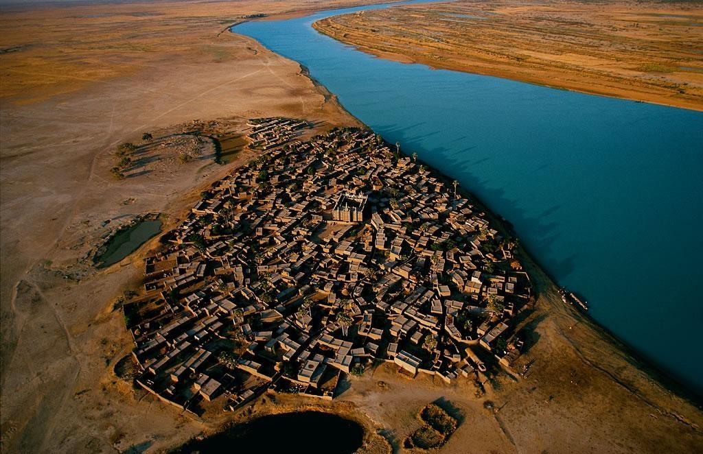 Village sur la rive du fleuve Niger, région de Mopti, Mali