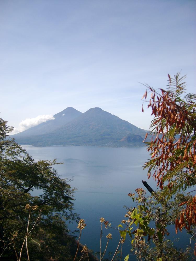 Volcans Tolimán (à droite) et Atitlán, Guatemala