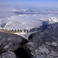 La couverture de glace aux pôles atteint un record de baisse