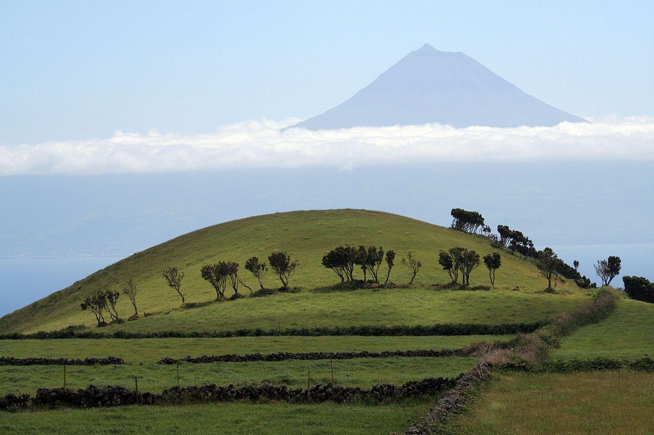 Volcan Ponta do Pico, vu depuis l'île São Jorge, Açores