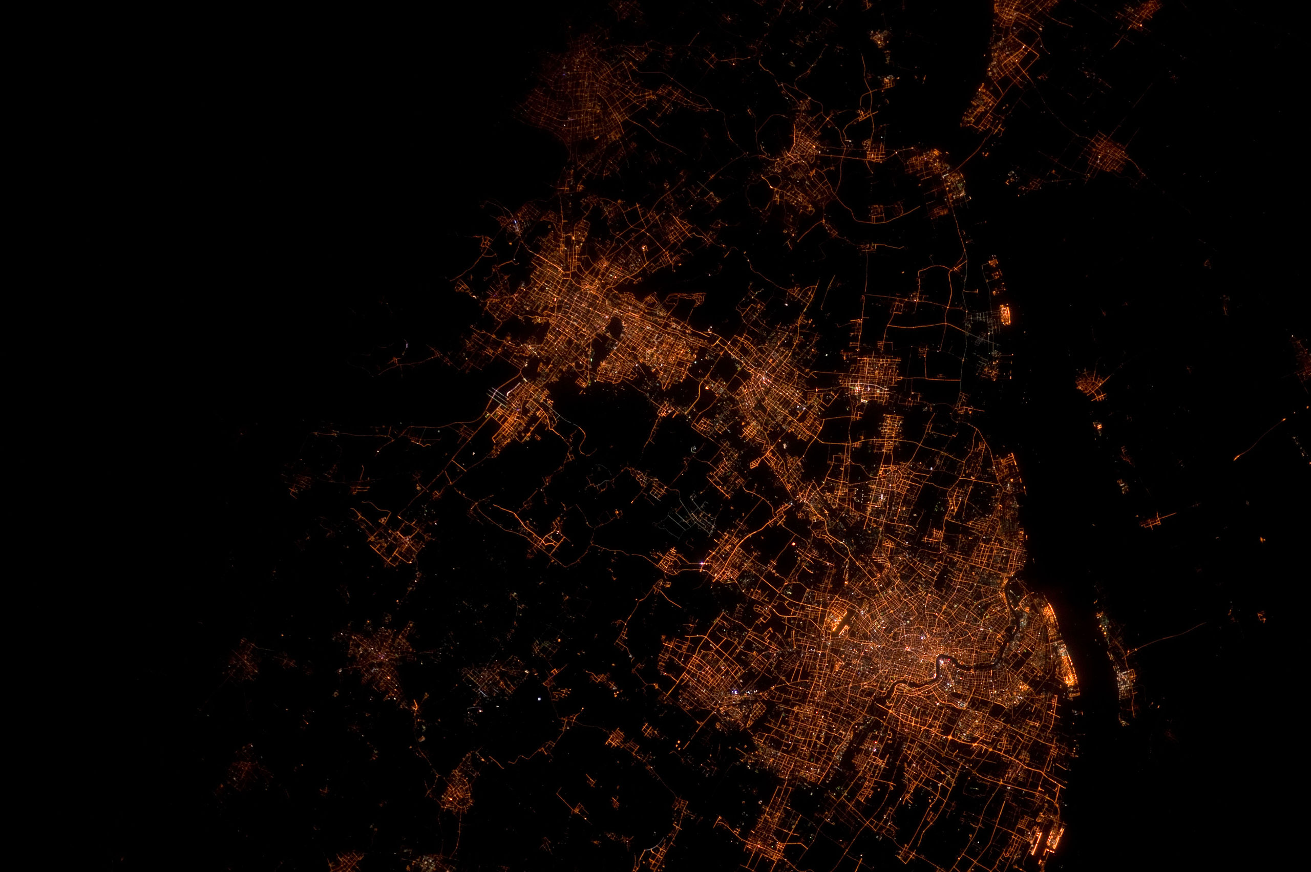 Chine - Shanghai vue la nuit depuis l'espace