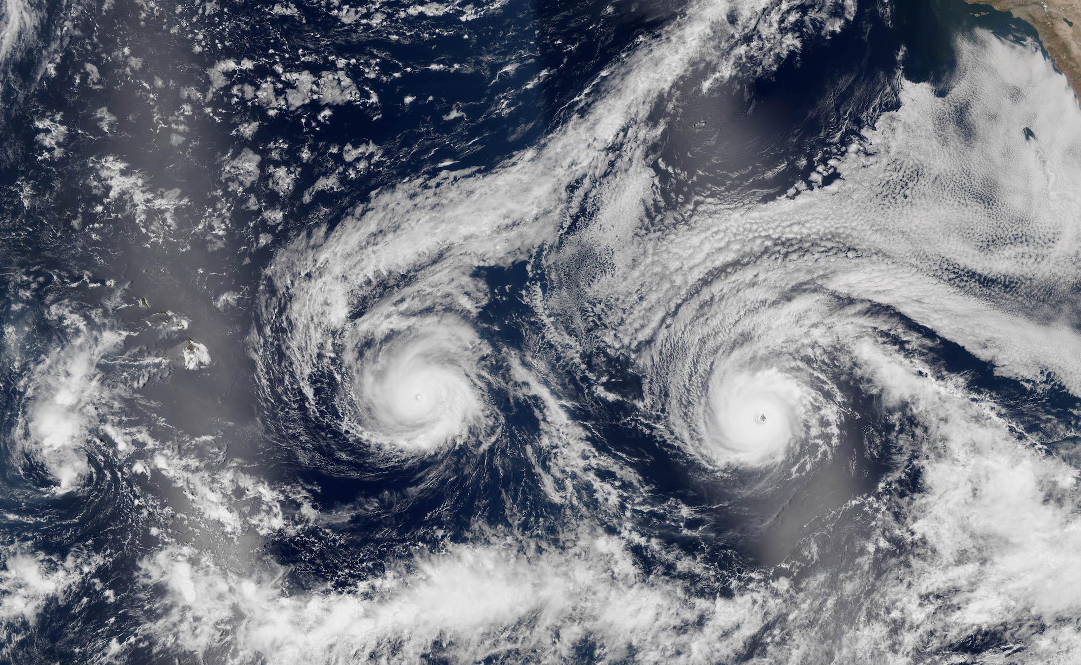 Pacifique - Ouragans Madeline et Lester sur la même image satellite