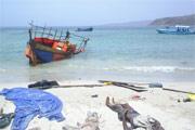 La Marine française porte secours à des boat people au Yémen